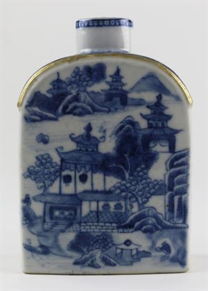 Chinese Export Porcelain Blue and White Tea Caddy with Cover